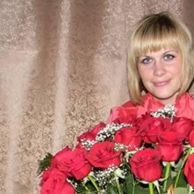 Корзина красных роз для именинницы - фото