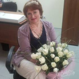Букет белых роз для коллеги - фото