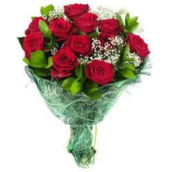 ало-бордовые розы в стильной обертке.jpeg