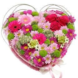 необычная композиция из десятков цветков.jpeg