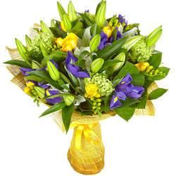 замысловатый букет свежих цветов.jpeg