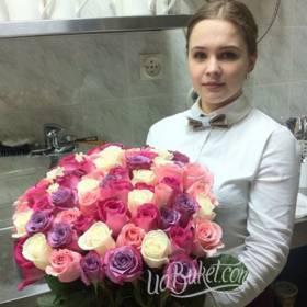 Букет разноцветных роз для коллеги - фото