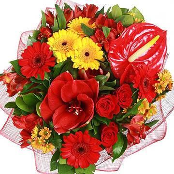 пламенные цветы в яркой композиции.jpeg