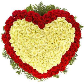 серце роз алых и бежевых роз.jpeg