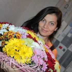 Разноцветные хризантемы для милой получательницы - фото
