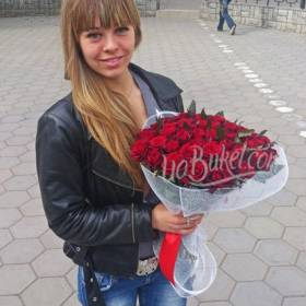Букет роз с доставкой для девушки - фото