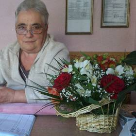 Сборная корзинка цветов для получательницы - фото
