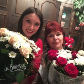 Букеты из роз и хризантем для получательниц - фото