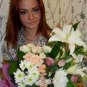 Сборный букет в белых тонах для девушки - фото