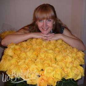 Большой букет желтых роз для сестры - фото