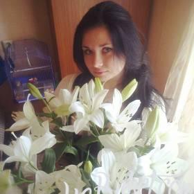 Белые лилии для сестры - фото