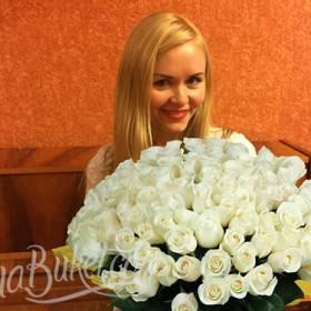 Белые розы для именинницы - фото