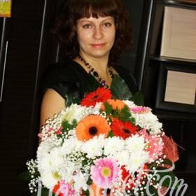 Сборный букет из хризантем и гербер для мамы - фото