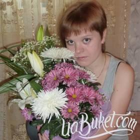 Лилии и хризантемы для именинницы - фото
