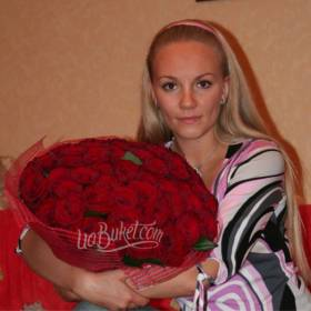 Украинские красные розы с доставкой для получательницы - фото