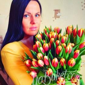 Красные тюльпаны для именинницы - фото