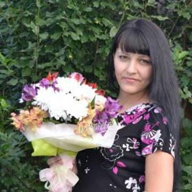 Букет из хризантем и альстромерий для получательницы - фото