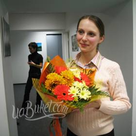 Букет для получательницы с доставкой на работу - фото