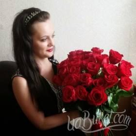 Красные розы для очаровательной именинницы - фото