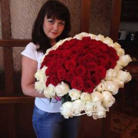Букет из роз в форме сердца для жены - фото