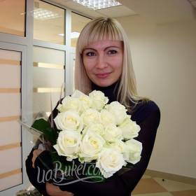 Букет белых украинских роз для коллеги - фото