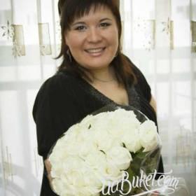 Букет белых роз для жены - фото
