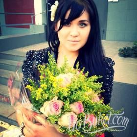 Букет из розовых роз и зелени для милой получательницы  - фото
