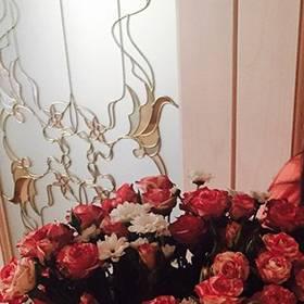 Букет кустовых роз и хризантем для любимой сестрички - фото