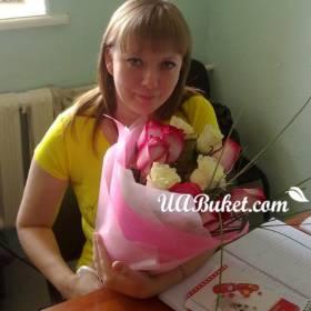 Букет роз с доставкой на работу для получательницы - фото
