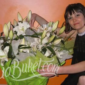 Белые лилии для любимой жены - фото