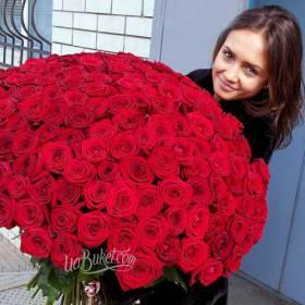 Девушка с красными розами Гран При - фото