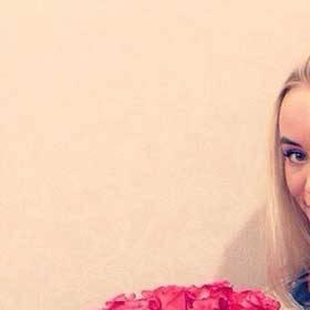 Розовые розы для именинницы - фото