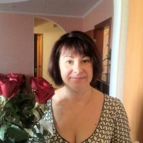 Женщина с букетом роз Престиж - фото