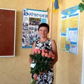 Учитель у доски с розами