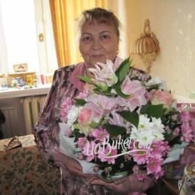 Букет из лилий, хризантем и альстромерий для мамы - фото