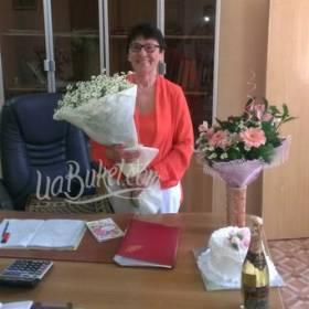 Цветы, торт и шампанское для коллеги - фото