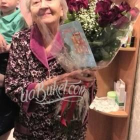 Букет роз и открытка для любимой бабушки - фото
