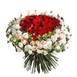 огромный букет из роз без шипов.jpeg
