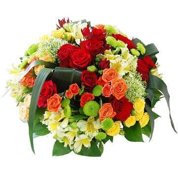 Сборной букет из роз и хризантем
