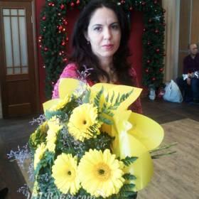 Букет желтых гербер с доставкой для получательницы - фото