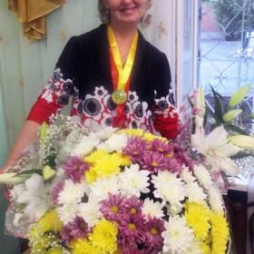 Букет разноцветных хризантем для сестры - фото