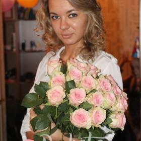 Нежные розы для именинницы - фото